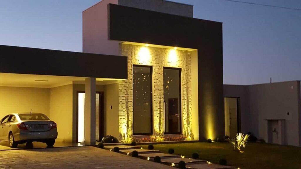 Fachada supermoderna com o revestimento 3D Mosaico Erie, luzes indiretas fazem toda diferença. Foto Pinterest